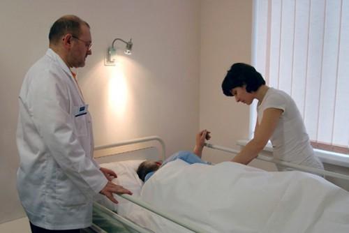 Отравление бледной поганкой: симптоми, первая помощь, лечение