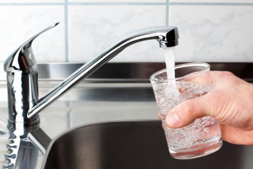 Отравление водой: симптоми, первая помощь, лечение
