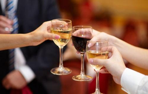 Отравление этиловим спиртом: симптоми, неотложная помощь