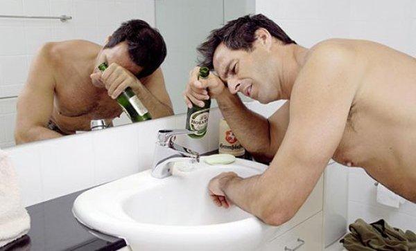 Отруєння алкоголем: ознаки, що робити, перша допомога