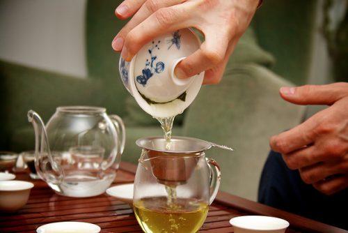 Чай от похмелья: зелений или черний