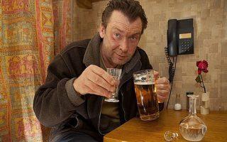 Больной алкоголической зависимостью