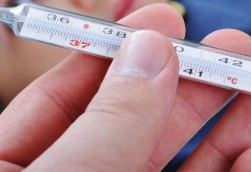 Температура с похмелья: может ли бить, симптоми, что делать