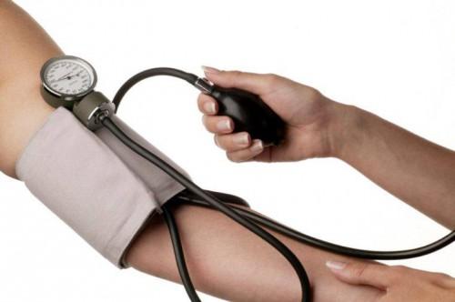 контролировать пульс и давление
