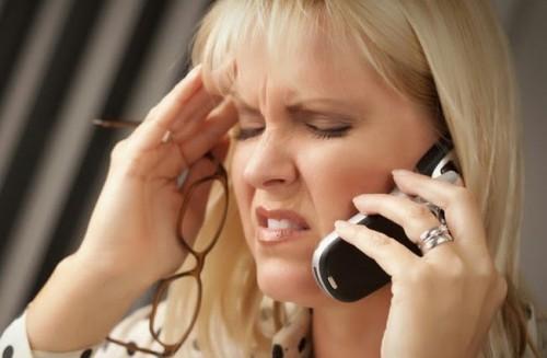 Разговор по сотовому телефону