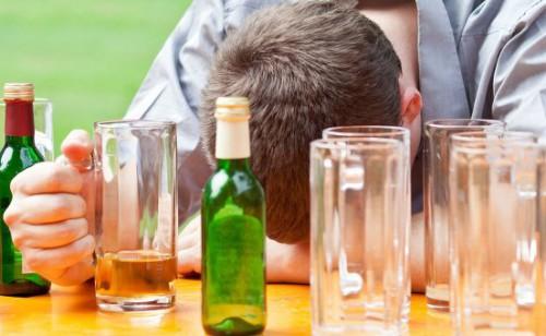 Мужчина под действием алкоголя