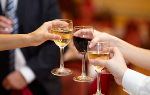 Алкогольные напитки в бокалах
