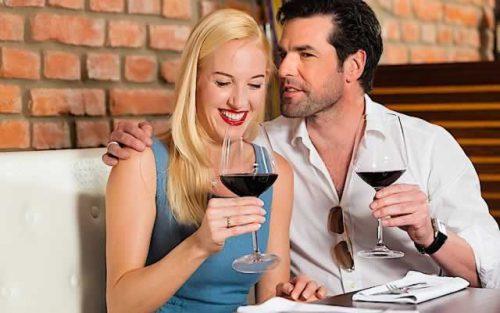 Молодые мужчина и женщина