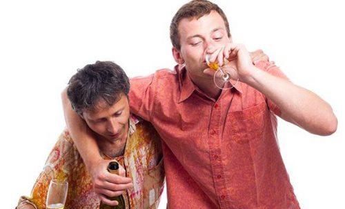 Пьяные молодые люди