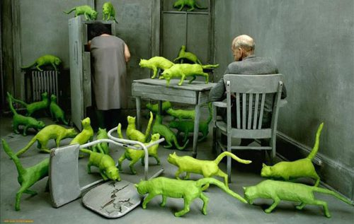 Рисунок: комната полная зеленых кошек